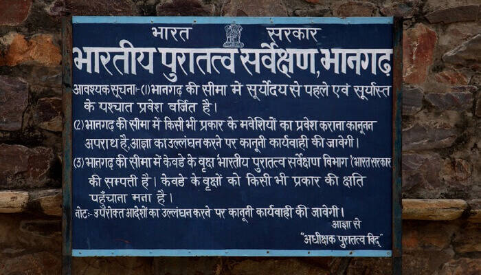 asi-board-bhangarh-an-asi-hoarding-at-bhangarh-fort-one-of-the-most-haunted-places-in-india