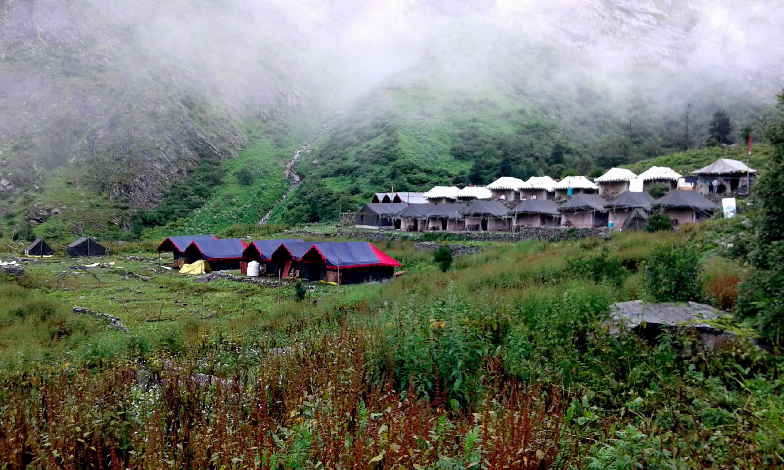 beutiful-view-of-tent-in-ghaghariya-uttarakhand-copy-copy