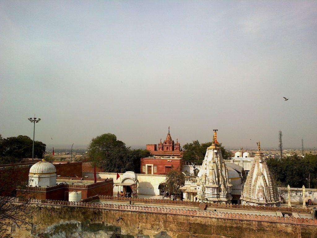 inde_bikaner_bhanda_shaha_jain_temple_vue_laxmi_nath_temple_-_panoramio